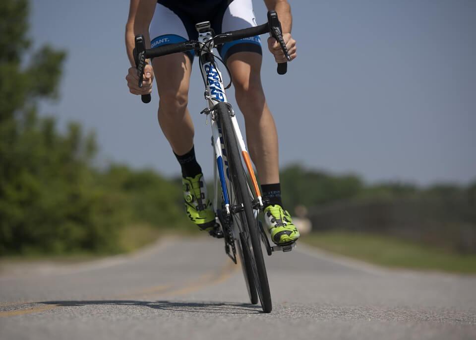 pijnlijke voeten tijdens het wielrennen