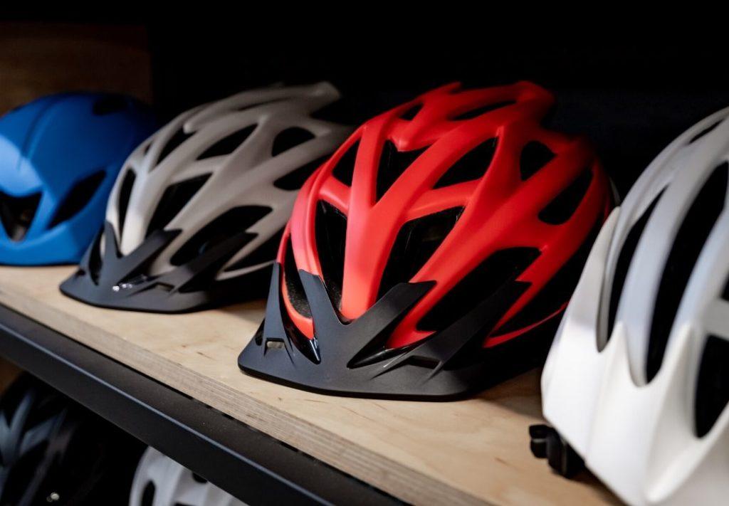 wielrennen helm op